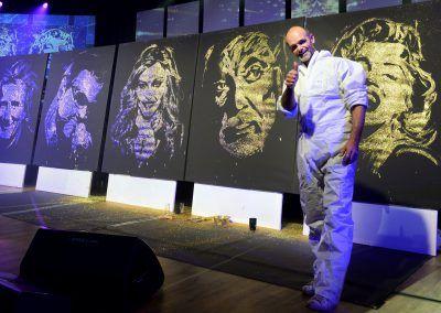 Live Gluing Madonna geoges mickael bob stewart tom Jones Marilyn Monroe Austria Vienne Michael Raivard